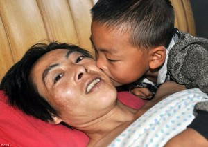 7-year-old-boy-cares-for-paralyzed-father-1