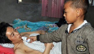 7-year-old-boy-cares-for-paralyzed-father-6
