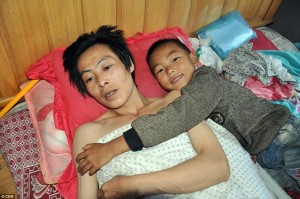 7-year-old-boy-cares-for-paralyzed-father-8